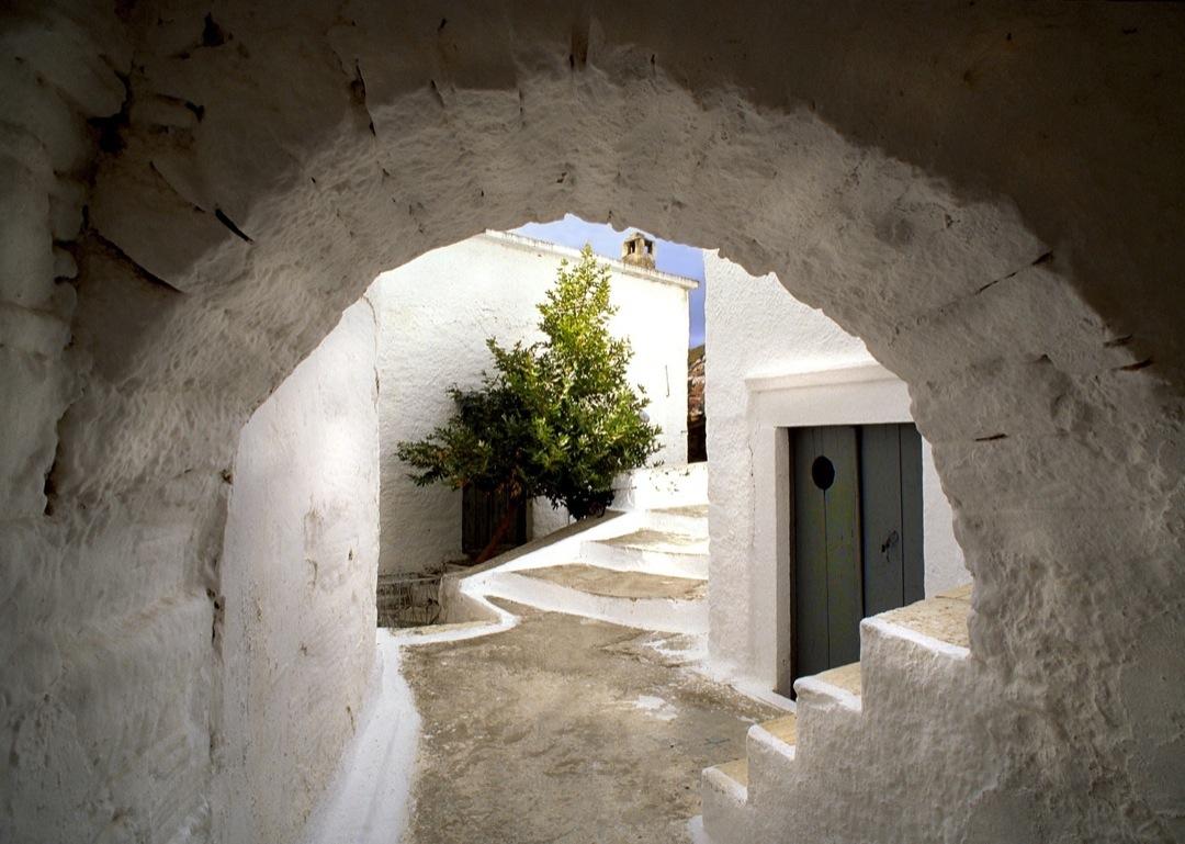 naxos-arch-1080