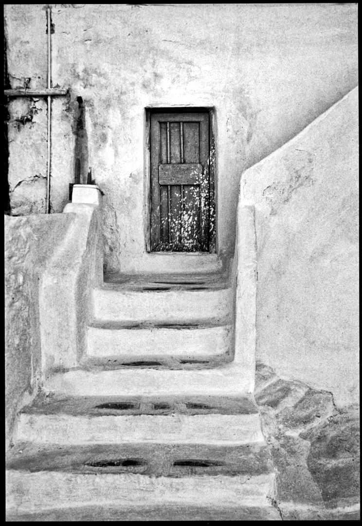 GREEK-STEPS-MYKONOS-B-W-1080