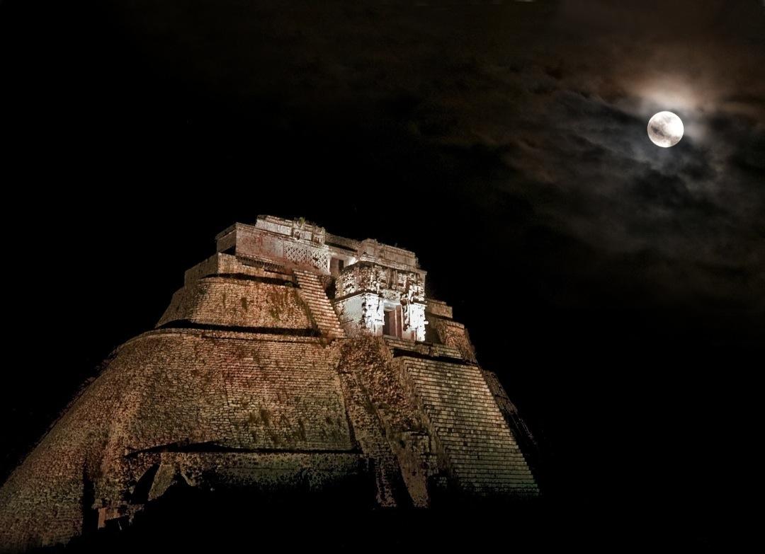 uxmal-moon-0538-final-1080